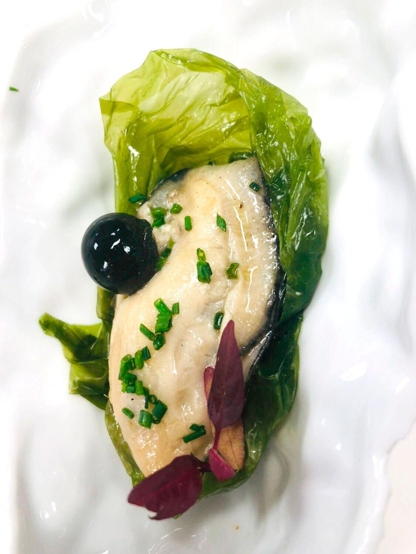 La mejor ostra escabechada en lechuga de mar